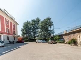 Borgo Panigale laboratorio con posto auto