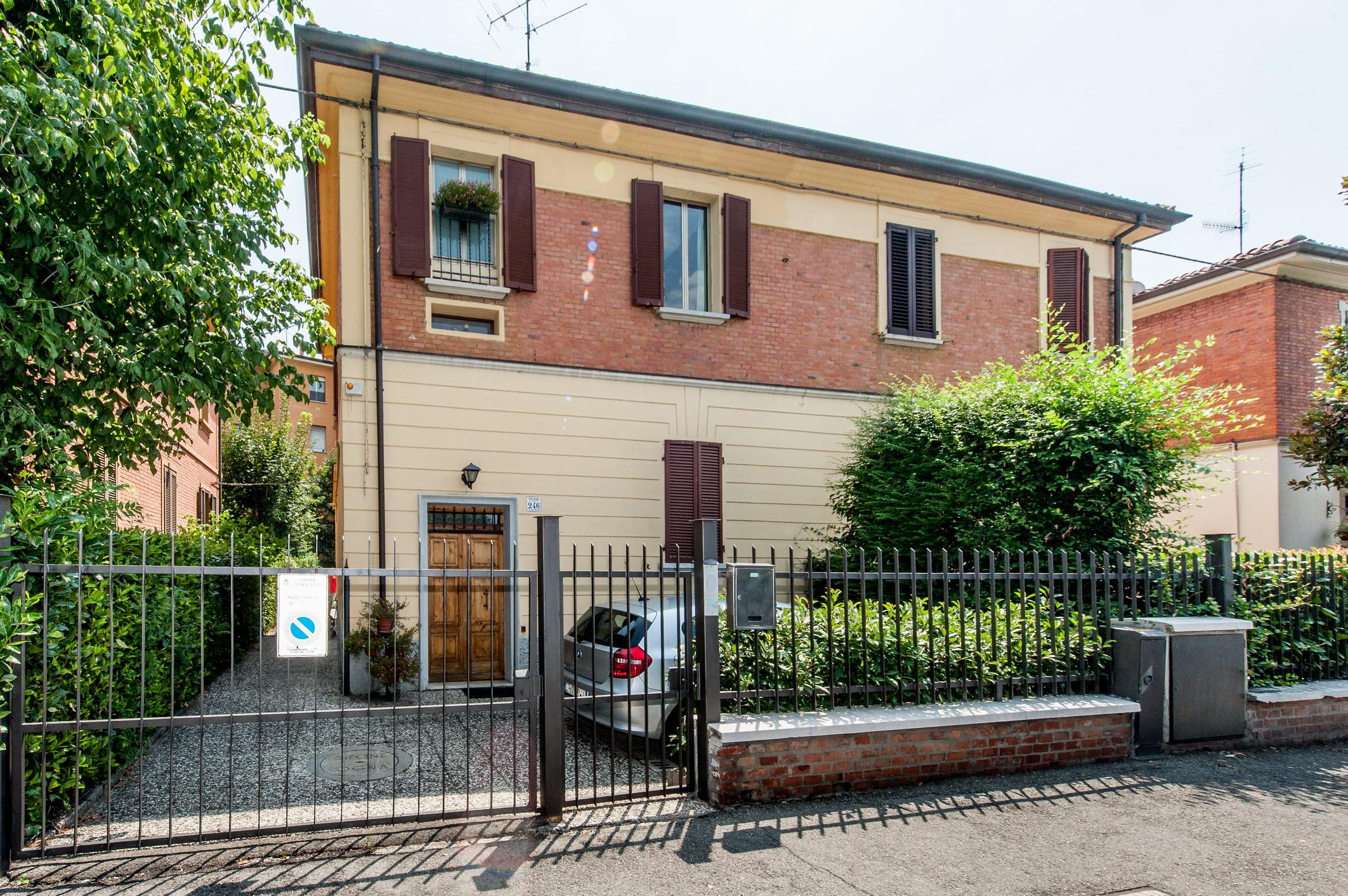 Ad.ze Ospedale Maggiore: Villa bifamiliare