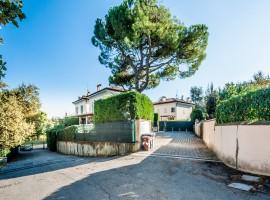 San Lazzaro di Savena villa con giardino privato 1.280.000