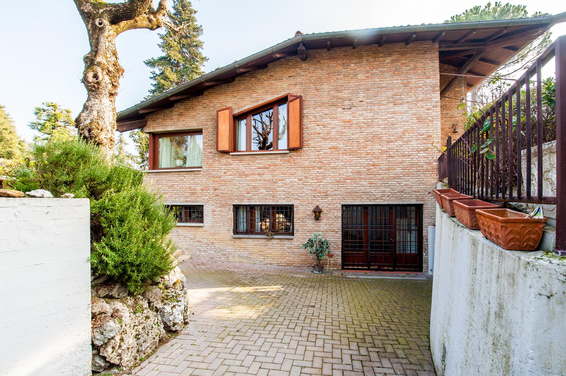 Zola Predosa Villa esclusiva con giardino 675.000