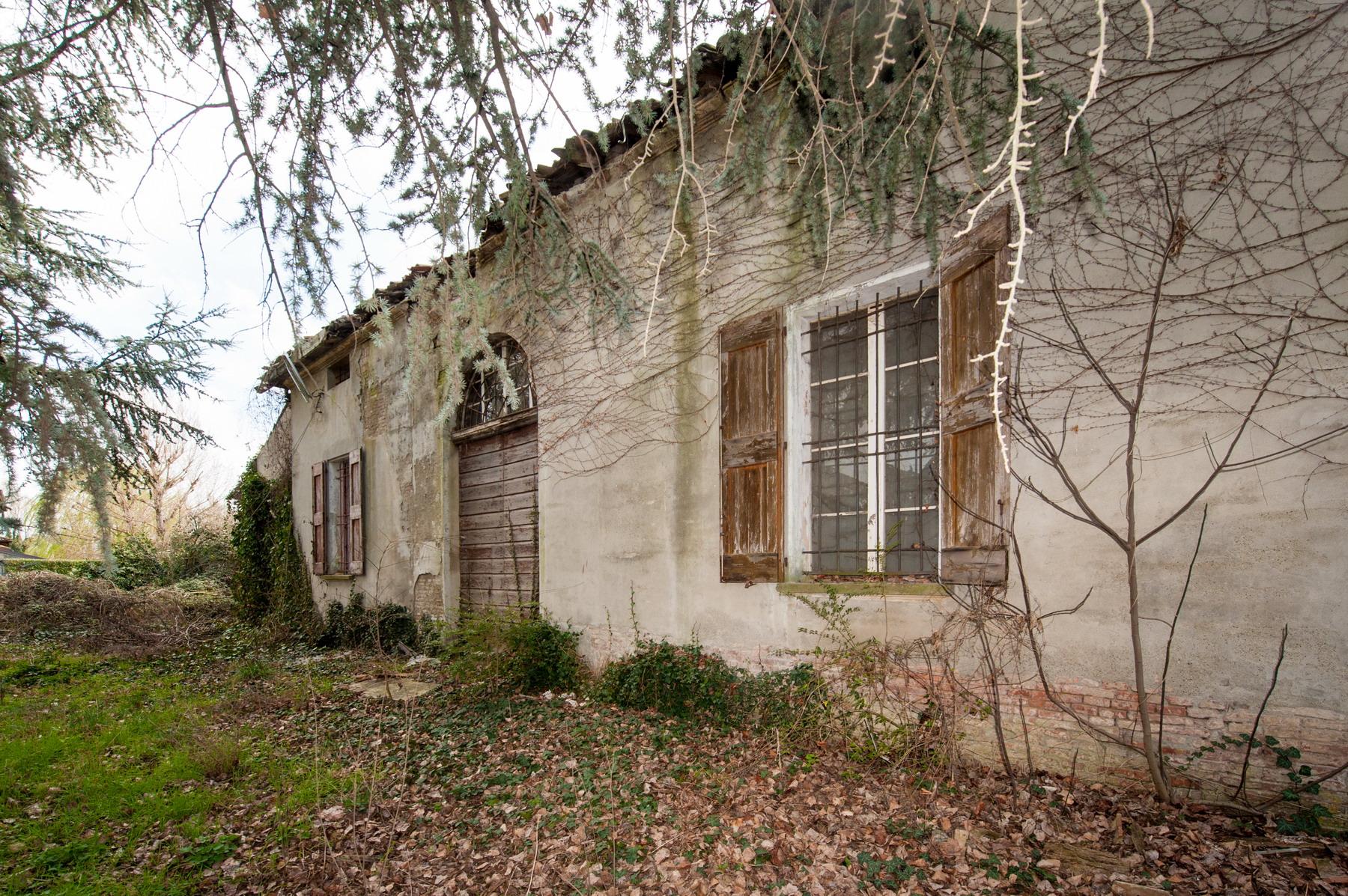 Castenaso terreno + villa padronale 690.000
