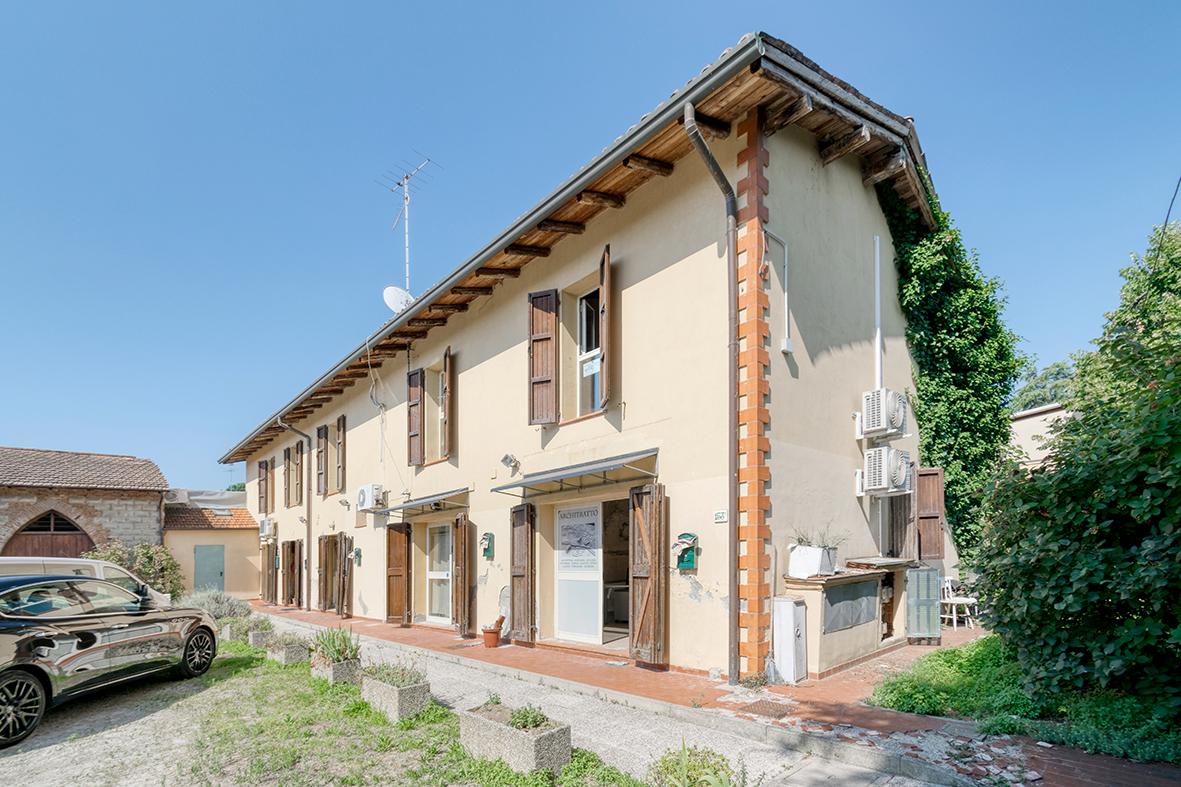 Granarolo dell'Emilia  5 appartamenti 400 mq.