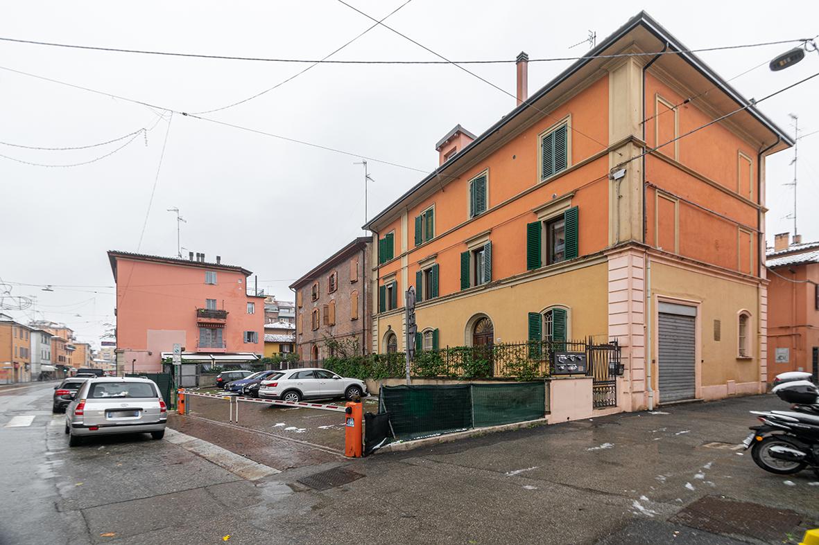 Vendita appartamento Andrea Costa 75 mq. + 2 posti auto