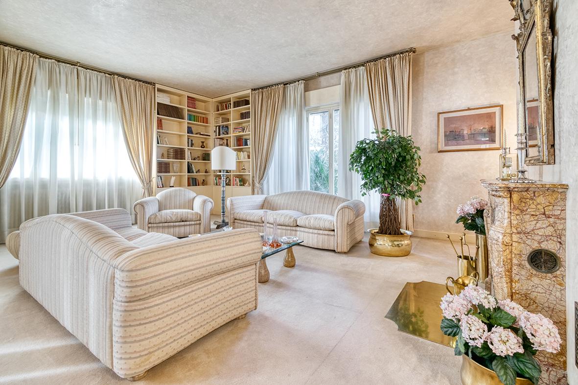 Appartamento in affitto 250 mq. Via Molinelli